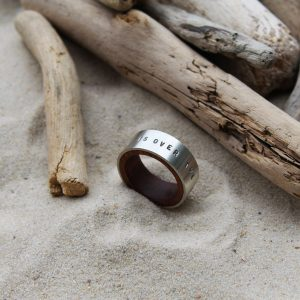 Silberring mit Holz