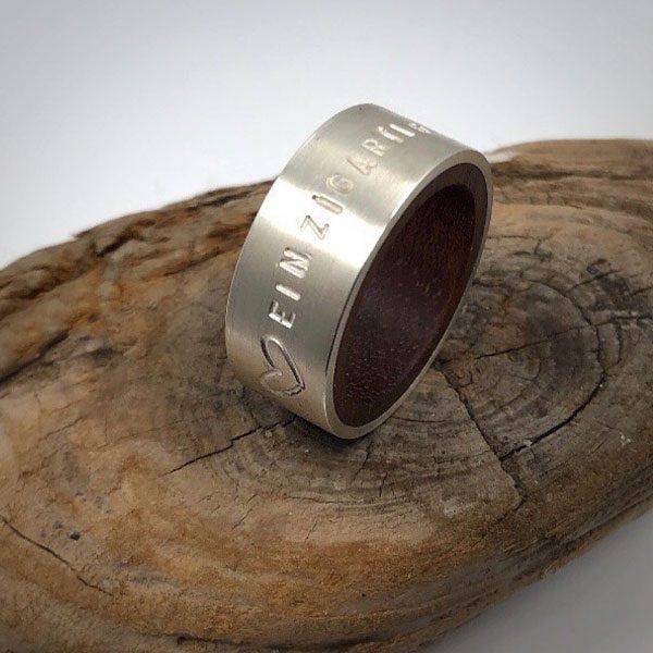 Silberring mit Holz und Spruch gestempelt