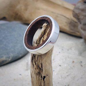Ring mit Holz glänzend